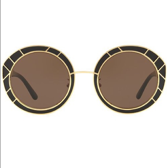 26187427c2958 Authentic Tory Burch Black   gold round sunglasses.  M 5b86f2ccfb38038cc5a46af8. Other Accessories ...